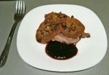 Свинина, запеченная в фольге с хурмой и грецкими орехами.