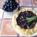 Пирог с виноградом и розмарином
